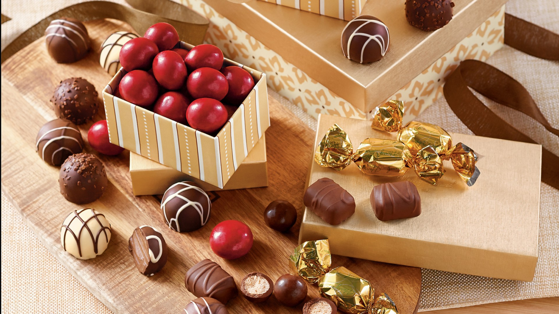 food___cakes_and_sweet_chocolates_080867_